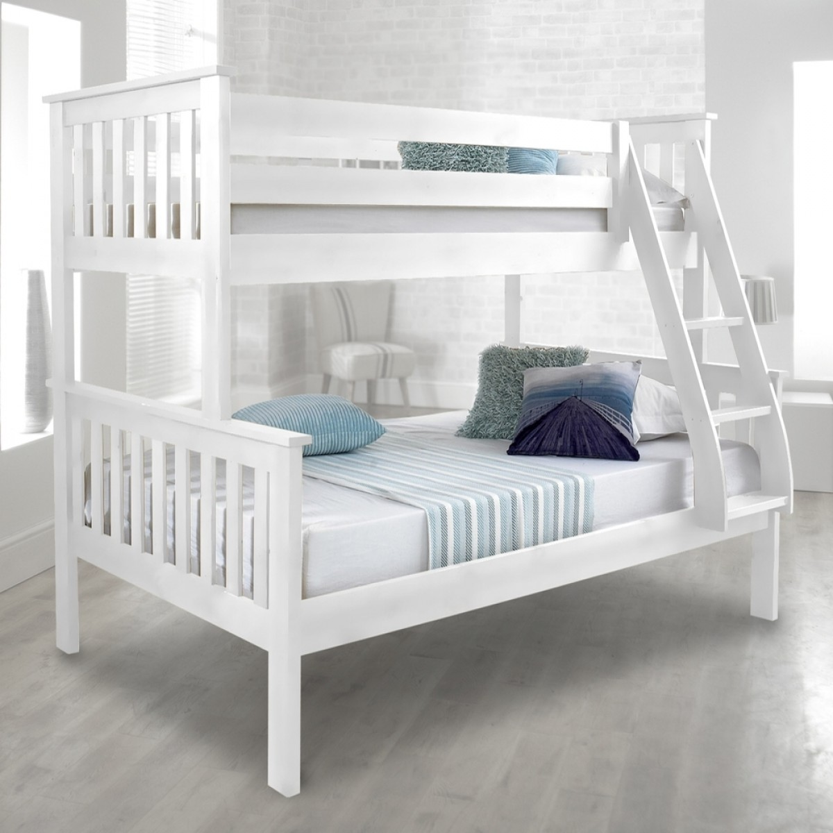 atlantis white finish solid pine wooden triple sleeper bunk bed. Black Bedroom Furniture Sets. Home Design Ideas