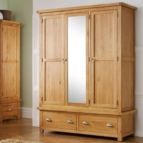 Woburn Oak Wooden 3 Door 2 Drawer Wardrobe